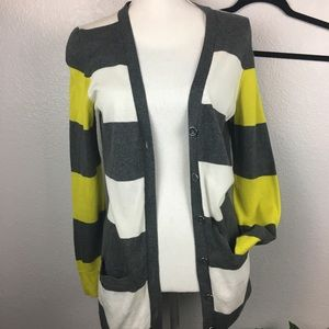 Crown and Ivy gray, white, and yellow cardigan